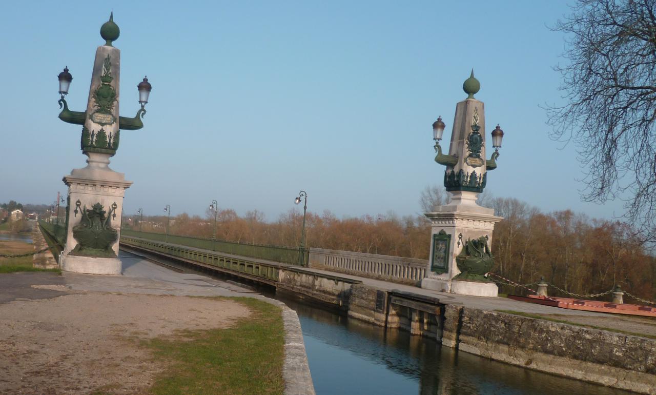 l'entrée du pont-canal