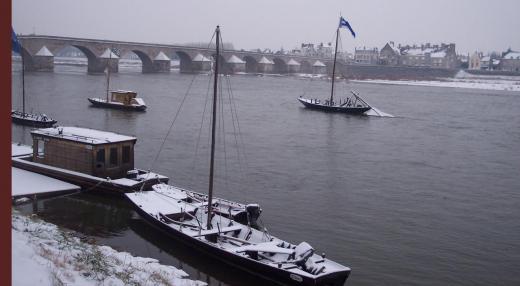 gien-les-gabarres-sous-la-neige-2.jpg
